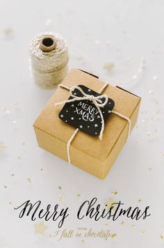 Christmas wrapping with handwritten tag & Christmas wishes. MERRY XMAS by I FALL IN CHOCOLATE Photos by Camilla Anchisi ( www.camillaanchisi.com)