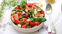 Ukens matblogg: Sommersalat med asparges, skinke, jordbær og melon