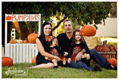 Pumpkin Mini Sessions  Fall Mini Session  Pumpkin Stand Glendale Arizona Family Photographer  JLAnderson Photography #pumpkinminisession #familypose