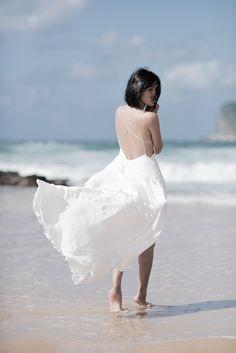 Nicole Warne in Michael Lo Sordo silk dress. (In Australia - September Gary Pepper Girl, Nicole Warne, Beach Portraits, Boho Kimono, Ocean Photography, How To Pose, White Fashion, Parisian Fashion, Girl Fashion