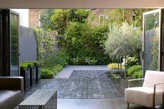 Urban Garden Design Nice use of patio materials to add depth to small garden - Small Courtyard Gardens, Back Gardens, Small Gardens, Outdoor Gardens, Small Terrace, Modern Landscape Design, Modern Landscaping, Garden Landscaping, Contemporary Garden Design
