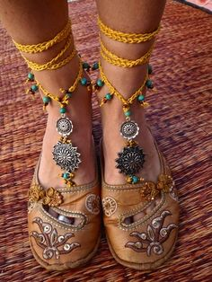 (Barefoot Sandals by Gabriela Pomplova) Crochet Barefoot Sandals, Boho Sandals, Bare Foot Sandals, Bohemian Shoes, Bohemian Jewelry, Hippy Chic, Boho Chic, Hippie Style, Hippie Boho