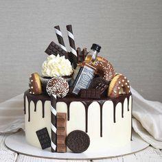Доброго утречка! Вафли, пончики, капкейк, шоколад, вафельные палочки, орео, кейкпопсы. Ничего не забыла? Это не просто торт - это настоящий рай для сладкоежек! Ну, а бутылочка виски говорит о том, что торт предназначался для мужчины Внутри классическая начинка, вес 3,5 кг. . . . #торт #тортназаказ #тортназаказмосква #тортбезмастики #тортсягодами #тортнарофоминск #тортнарофоминскназаказ #друзья_антонио #нарофоминск #селятино #апрелевка #верея #обнинск #боровск #балабаново #instacake #cak...