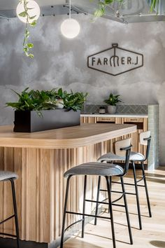 Farmer J accommodates dine-in and on-the-go customers; the space effortlessly transitions from morning to night, week to weekend and coffee to cocktails. Discover how Biasol have merged the concept of grab-and-go with a full-service restaurant. Restaurant Interior Design, Diy Interior, Modern Interior Design, Modern Decor, Cafe Interior Vintage, Vintage Decor, Church Interior, Modern Bar, Design Café