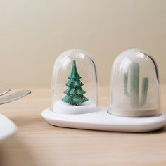 Snow Globe/Sand Globe Salt and Pepper Shakers | 33 Unexpected Gifts For Everyone In Your Life
