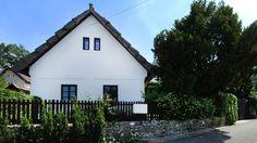 Családi házPanorámás, Balatoni ingatlan, Kiemelt ajánlat, Tradicionális stílus Balaton északi partján lévő településen, hagyományőrző stílusban, teljesen felújított parasztház eladó! - Kód: 1643