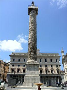 La Colonna di Marco Aurelio  fu eretta a Roma tra il 176 e il 193 a.c.  in marmo, aveva lo scopo di celebrare le vittorie di Marco Aurelio contro i Marcomanni, e i Sarmati . Il fusto è ricoperto da un fregio a spirale su cui sono scolpite ad altorilievo scene di battaglia e schiere di nemici vinti. La campagna non è narrata seguendo l'ordine degli eventi, ma in modo che i fatti più significativi si trovino in basso,  visibili a tutti. A differenza della Colonna Traiana non c'è pietà per i…