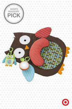 This owl tummy time mat is a real hoot! Part of the Skip Hop Treetop Friends collection, it features a funny face, lots of textures and patterns for your baby to explore, a supportive pillow and two developmental toys.