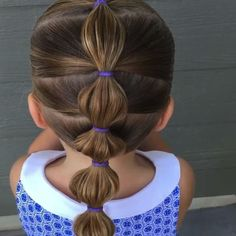 VIDEO How to do a simple bubble ponytail. This one is PERFECT for busy mornings or school days because its QUICK! This whole style took me less than 5 minutes (which made editing it down to 1 minute so nice Cool Braid Hairstyles, Baby Girl Hairstyles, Hairstyles For School, Children Hairstyles, Pigtail Hairstyles, Hairdos, Toddler Hairstyles, Trendy Hairstyles, Girls Braided Hairstyles