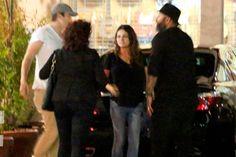 Mila Kunis e Ashton Kutcher passeando com a filha - http://metropolitanafm.uol.com.br/novidades/famosos/mila-kunis-e-ashton-kutcher-passeando-com-filha