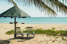 Bãi biển Hà My – thanh bình và chưa in nhiều dấu chân du khách.