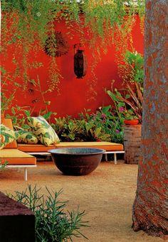New Exterior Garden Wall Colour Ideas Outdoor Rooms, Outdoor Walls, Outdoor Gardens, Outdoor Living, Orange Walls, Red Walls, Colorful Garden, Tropical Garden, Color Terracota