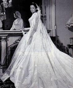 jornaljardins.blogspot.com328 × 400Pesquisa por imagem Casou-se em 1956 com o multimilionário Antonio Alfredo Mayrink Veiga. O casamento da brasileira considerada uma das mulheres mais elegantes do mundo. Pesquisa Google