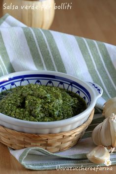 Green sauce for boiled basic recipe uovazuccheroefarina Salsa Verde, Bourguignon, World Recipes, Chutney, Preserves, Buffet, Barbecue, Dinner Recipes, Food And Drink
