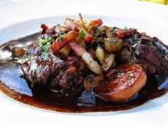 Un coq cuisiné aux petits oignons, lardons et champignons, flambé au Marc de Bourgogne, cuit dans un bon vin rouge corsé. Servi avec des ...