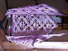 Crochet Skull shawl However, I'd like in Dark purple and Grey!