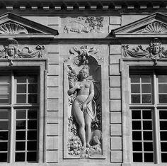 P1200935 Paris IV hotel de Sully rwk.jpg