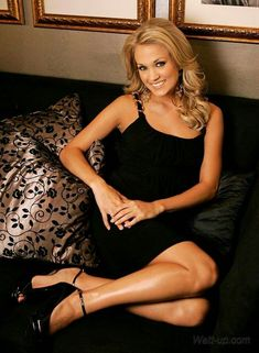 The beautiful Carrie Underwood I love her she's my fave Carrie Underwood Hot, Oklahoma, Thing 1, Petite Women, Nice Legs, Beautiful Celebrities, Beautiful Women, Beautiful Legs, Country Music