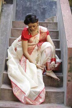 20 Best Images of Indian Beauties in White Saree Bengali Wedding, Bengali Bride, Indian Bridal, Indian Photoshoot, Saree Photoshoot, Photoshoot Themes, Bengali Saree, Saree Poses, White Saree