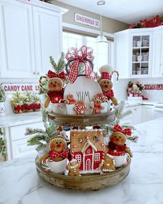 Gingerbread Christmas Decor, Gingerbread Decorations, Christmas Themes, Holiday Crafts, Christmas Decorations, Gingerbread Men, Christmas Kitchen, Christmas Crafts, Christmas Ornaments