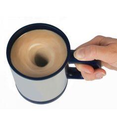 ¿Eres aquellos que se levantan muy perezosos y ni siquiera pueden mover la cuchara del café? Pues para tí tenemos esta innovadora taza se remueve sola de forma automática. Sin duda alguna el mejor regalo para endulzar el despertar de los más remolones.