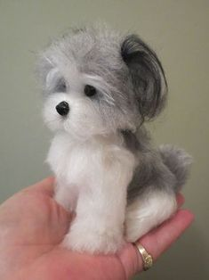 The Toy Shoppe offers charing needle-felted dogs and puppies by Designs by Karen. So small they fit in the palm of your hand. These dogs and puppies are unique and delightful! Needle Felted Animals, Felt Animals, Needle Felting Tutorials, Felt Fairy, Felt Dogs, Cute Little Animals, Wet Felting, Wool Needle Felting, Felt Crafts