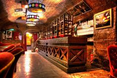 This medieval cellar has been a mainstay for over 60 years. Jazz shows are followed by early-hours performances in a swing, rock, soul or disco vein.