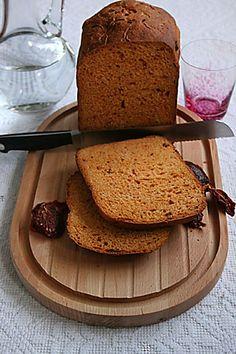 """Geçen hafta siteye eklediğim ekmek tariflerinden sonra ablam kendi misafirleri için de ekmek yapmamı istemiş. Ben de internetteki tarifleri karıştırıp istediğim gibi güzel birşey bulamayınca sevgili Madeline Elif'in ve Betül'ün birlikte yolladığı iki harika kitaptan biri olan """"Bread & Bread..."""