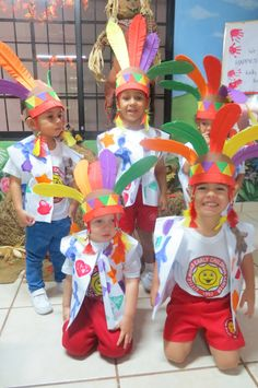 Los pequeños disfrutaron con su disfraz de indios.