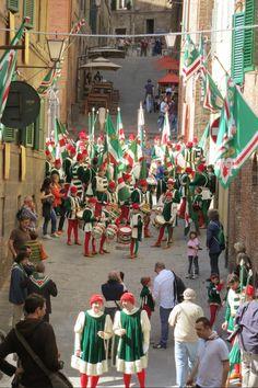 Contrada dell'OCA preparing for their victory parade July 2013