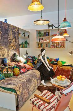 Wonen als een gypsetter, in een huis vol nieuw design gemixt met bijzondere souvenirs meegenomen van verre reizen.