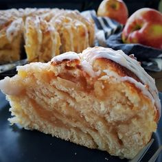 Supersofter Apfel-Mandel-Hefekranz :: Bella-cooks-and-travels Sweet Recipes, Vegan Recipes, Pampered Chef, How To Make Cake, No Bake Cake, Sweet Tooth, Bakery, Food And Drink, Pie