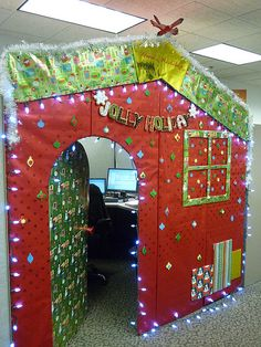 20 sleeps till christmas now this is a cool office re live the cubical office age with offices like this share with us your christmas office photos amazing christmas decorating ideas office 1