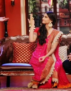 @SonamAKapoor in innovatively draped #Saree by Anamika Khanna promoting her upcoming Film #Khoobsurat @ Comedy Nights w/ Kapil, late July, 14. Anamika: http://www.perniaspopupshop.com/designers-1/anamika-khanna