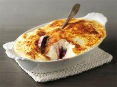 Pakastemarjoista valmistuu herkullisen täyteläinen jälkiruoka. Yhdistä marjat ja crème fraîche, kypsennä hetki uunissa grillivastuksen alla ja nosta komeus pöytään.