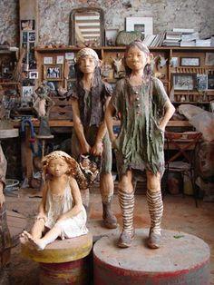 Fanny Ferré, sculpteur Art Sculpture, Pottery Sculpture, Land Art, Anne Laure, Ferrat, Greek Art, Children And Family, Paper Mache, Paper Art