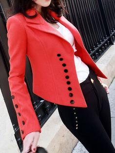 Áo vest đỏ Hàn Quốc dáng ngắn khuy đen cao cấp TA933 với điểm nhấn ấn tượng là những hàng khuy cúc dài ở thân áo cùng những đường xếp ly hiện đại giúp các quý cô có thêm phong cách thời trang lãng mạn trong bộ sưu tập của mình.