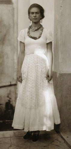 Frida Kahlo, Age 22, Absolutely stunning!