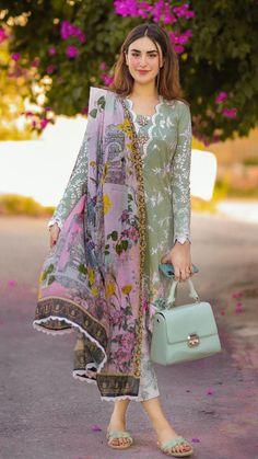 Simple Kurta Designs, Kurti Neck Designs, Kurta Designs Women, Blouse Designs, Gharara Designs, Latest Pakistani Dresses, Beautiful Pakistani Dresses, Pakistani Dress Design, Pakistani Couture