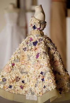 Le Petit Théâtre de la Mode featured in miniature form, the creations by the greatest couturiers of the period. Christian Dior.