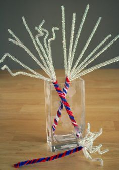 Such a cute pipe-cleaner craft 2 make on July 4th! Great decoration 4 BBQ tables/parties via @makesandtakes
