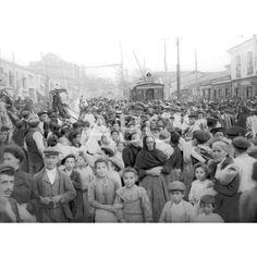 Madrid, 20/10/1906. Nueva línea de tranvías. El vecindario de Puente de Valleas al la llegada de los primeros coches de la línea de tranvías inaugurada.: Descarga y compra fotografías históricas en   abcfoto.abc.es