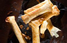Τυροπιτάκια με πατάτα, φέτα και ανθότυρο Feta, Cheesesteak, Snacks, Cooking, Ethnic Recipes, Baking Center, Koken, Treats, Cook