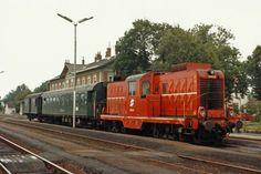 2045.13 steht im August 86 mit einem Reg. abfahrtsbereit im Bhf.Dobermannsdorf.