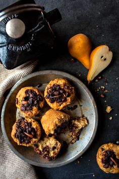 Muffins aux poires et chocolat   K pour Katrine Healthy Sweets, Healthy Eating, Gluten Free Recipes, Healthy Recipes, Keto, Muffin Recipes, Sweet Bread, Granola, Biscuits