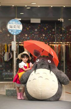 Totoro waiting at the bus stop. REAL!