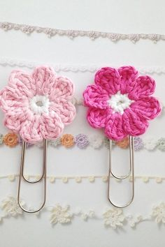 [Free Crochet Pattern] Cute Flower Bookmark That Will Make Your Day Better