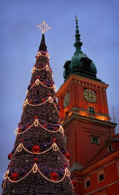 Christmas tree in front of Royal Palace in Warsaw, Poland