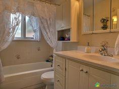 Salle de bain principale Bungalow, Vanity, Bathroom, Home, Master Bath, Dressing Tables, Washroom, Powder Room, House