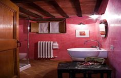 Luxury Farmhouse accommodation sleeps thirteen Siena with air conditioning Italy
